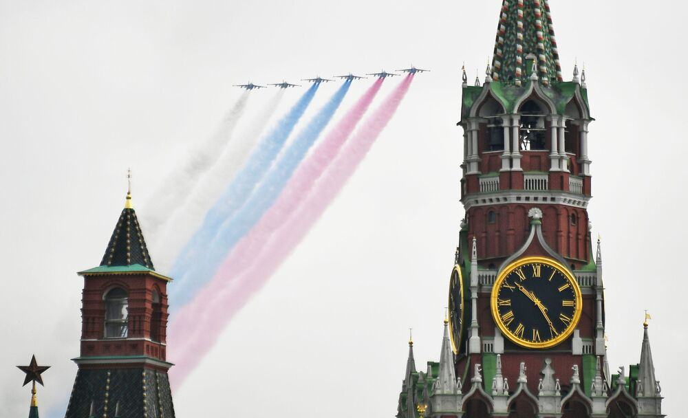 الطائرات الهجومية سو-25 خلال بروفة الجزء الجوي من العرض العسكري ي في موسكو، بمناسبة إحياء الذكرى الـ75 لعيد النصر على ألمانيا النازية في الحرب الوطنية العظمى (1941-1945)