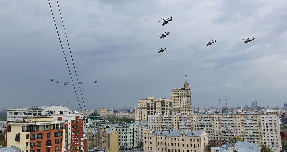 بروفة الجزء الجوي من العرض العسكري ي في موسكو، بمناسبة إحياء الذكرى الـ75 لعيد النصر على ألمانيا النازية في الحرب الوطنية العظمى (1941-1945)