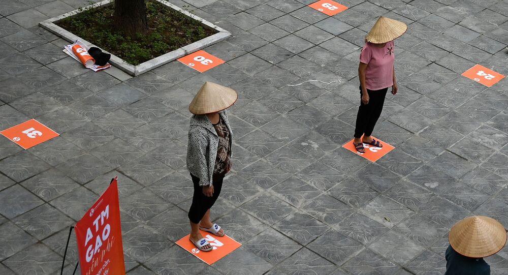 التباعد الاجتماعي بسبب انتشار الفيروس كورونا - هانوي، فيتنام أبريل 2020