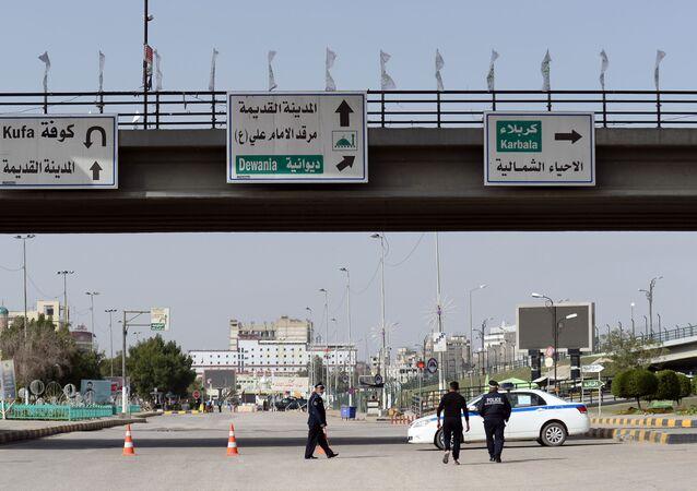 سيارة شرطة مع عناصرها في العراق