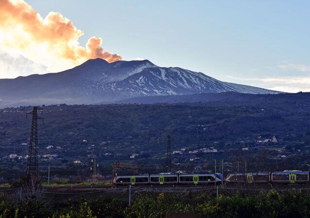 جبل إتنا البركاني في صقلية