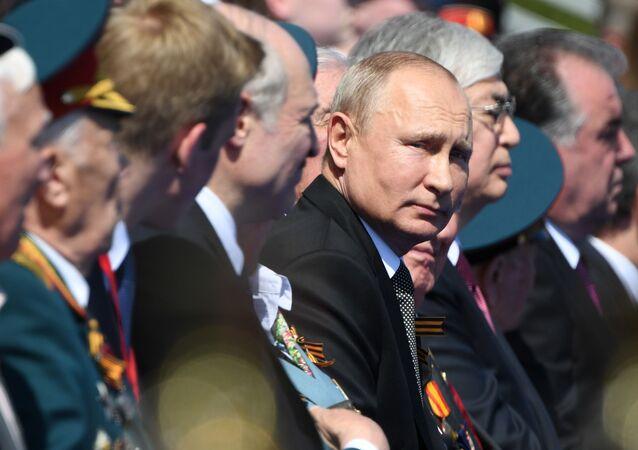 الرئيس فلاديمير بوتين في العرض العسكري بمناسبة الذكرى الـ75 للنصر على النازية في الحرب الوطنية العظمى (1941-1945) على الساحة الحمراء، موسكو،24  يونيو 2020