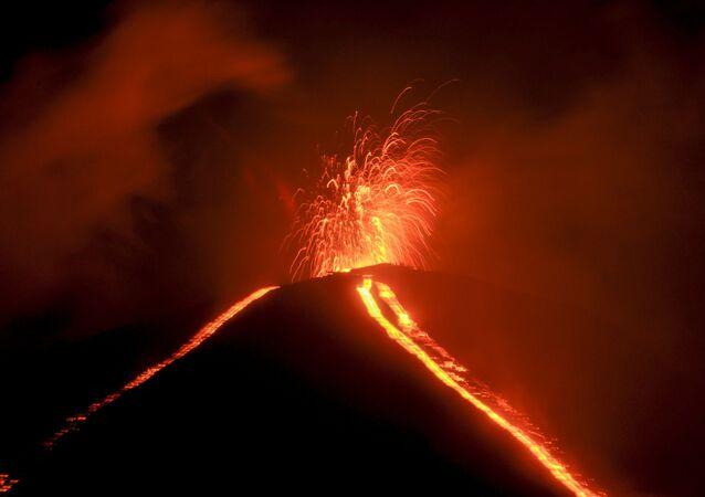 ثوران بركان باكايا في غواتيمالا، 20 يونيو 2020