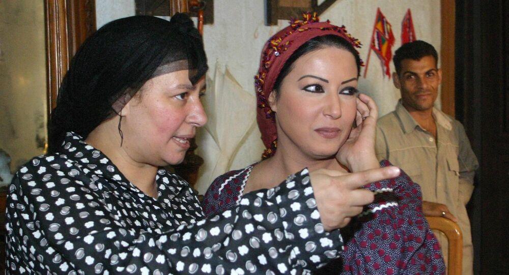 الفنانتان المصريتان عبلة كامل وسمية الخشاب في كواليس المسلسل التلفزيوني ريا وسكينة
